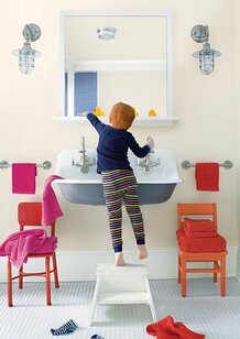 A kid's bathroom features a range of paint colors, all of which are strengthened by Gennex® Color Te